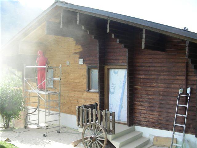 gommage façade bois avec aerogommeuse TOPOLINO 18 ACF